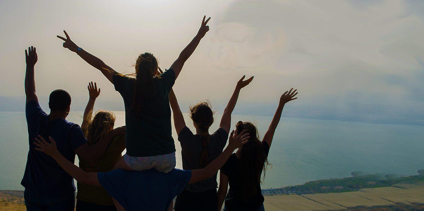 teens-overlooking-dead-sea-israel
